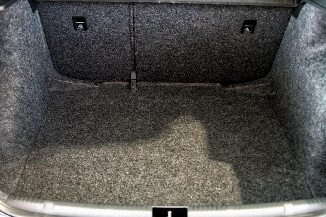 Сравнение автомобилей ВАЗ (Lada) Приора или Skoda Rapid, а также ВАЗ (Lada) 2110: какую машину выбрать