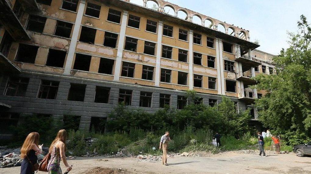 Сначала жилье. Владелец заброшенной больницы в Зеленой Роще переносит сроки восстановления памятника