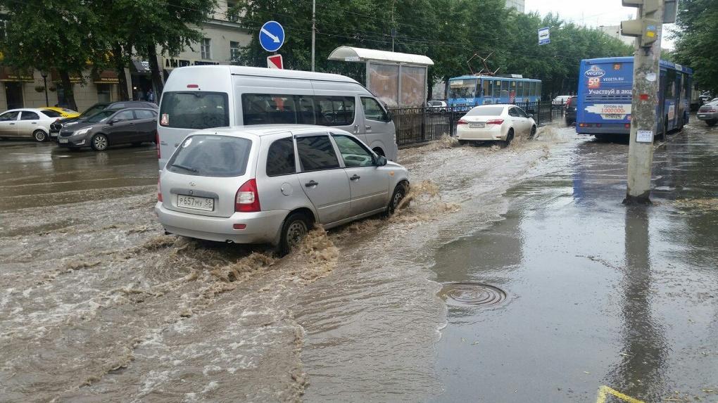 «Техногенной катастрофы не избежать». Почему Екатеринбург уходит под воду после каждого дождя