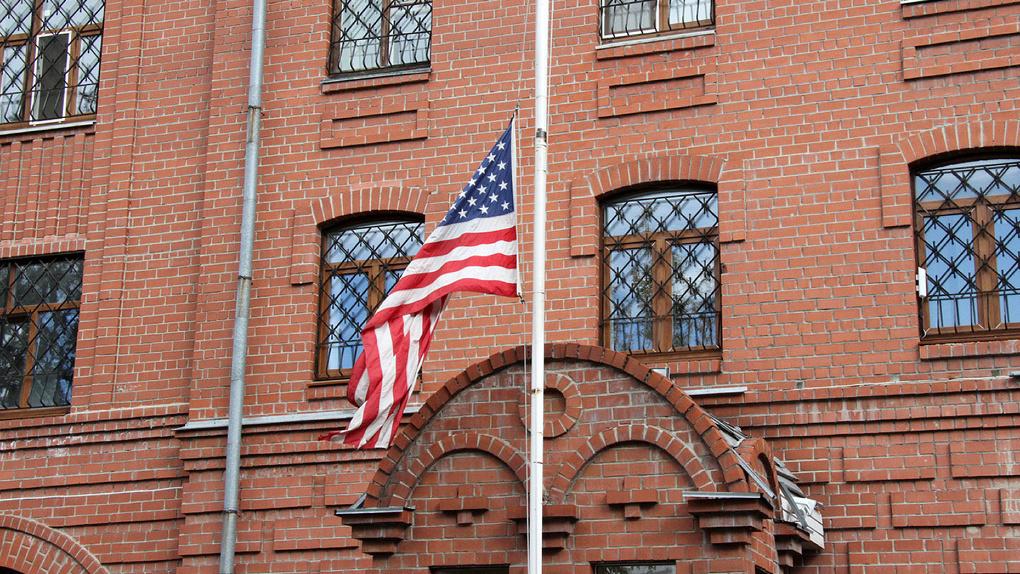 ГИБДД запретила дипломатам парковаться возле генконсульства США в Екатеринбурге