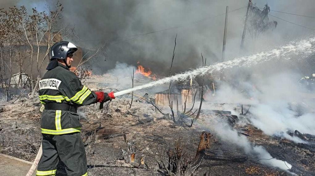 В Екатеринбурге возникли несколько пожаров в разных частях города