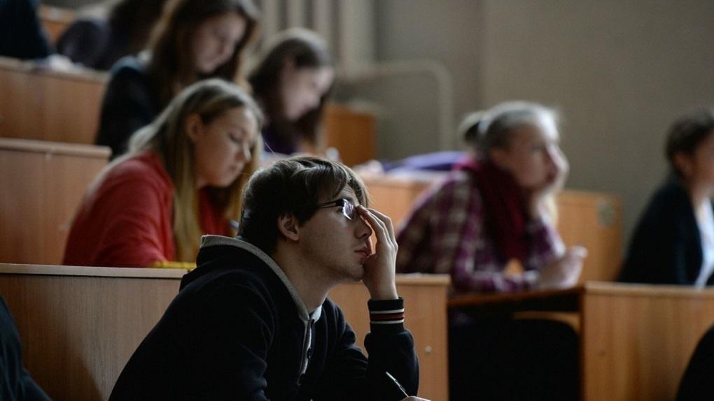 В Минобрнауки заявили, что на лекции в вузы будут пускать непривитых студентов