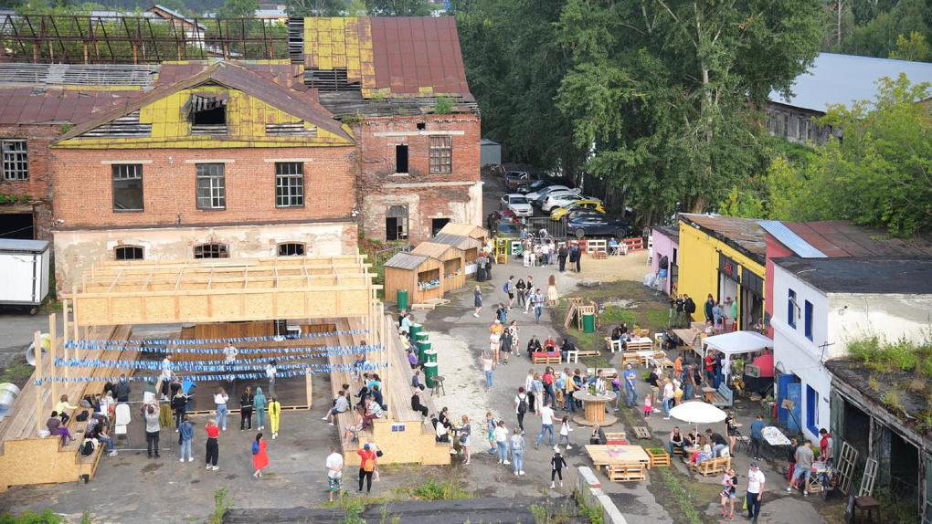 На заброшенном заводе в Сысерти прошло открытие креативного лагеря. Фоторепортаж