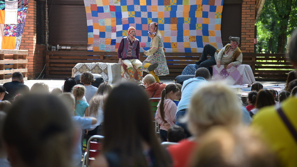 Актеры Коляда-театра сыграли спектакль для публики впервые за четыре месяца. Фоторепортаж