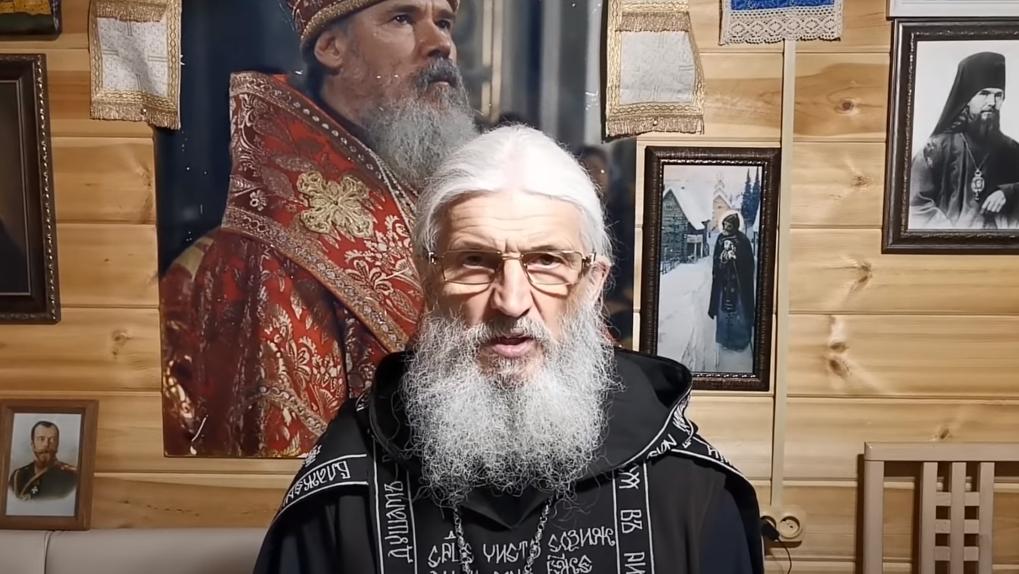 «Война идет за ваши души»: Екатерина Гордон приехала в Среднеуральский монастырь защищать отца Сергия