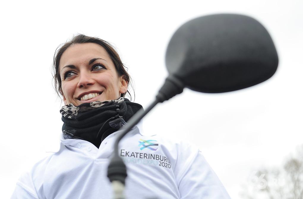Из Франции с любовью: француженка покорила Россию на мотоцикле «Урал»