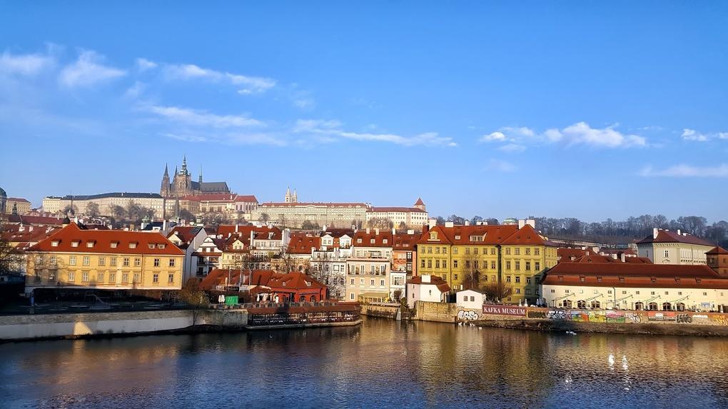 «Разговариваю с зеркалом. Закрыл бизнес»: как переживают карантин в Чехии