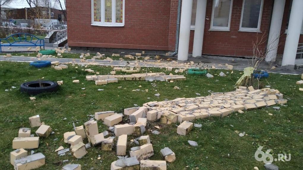 «Атомстройкомплекс» проверит фасады всех своих домов после того, как у высотки обвалилась часть стены