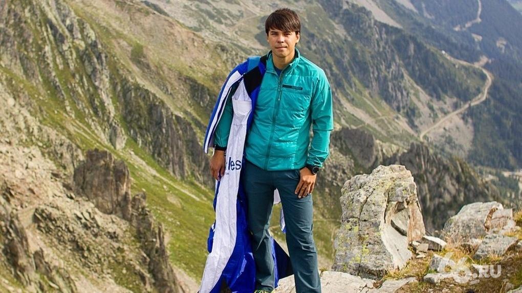 Друзья Ратмира Нагимьянова прыгнули с самого высокого водопада в мире в память о бейсджампере. Видео