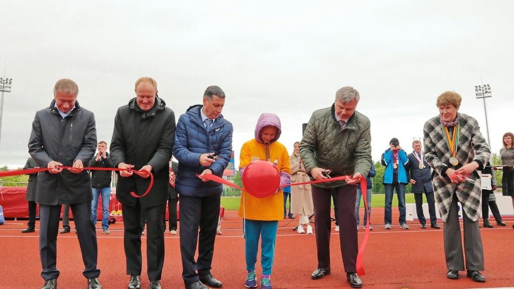 На «Калининце» открыли легкоатлетический стадион стоимостью 128 млн рублей. Фоторепортаж