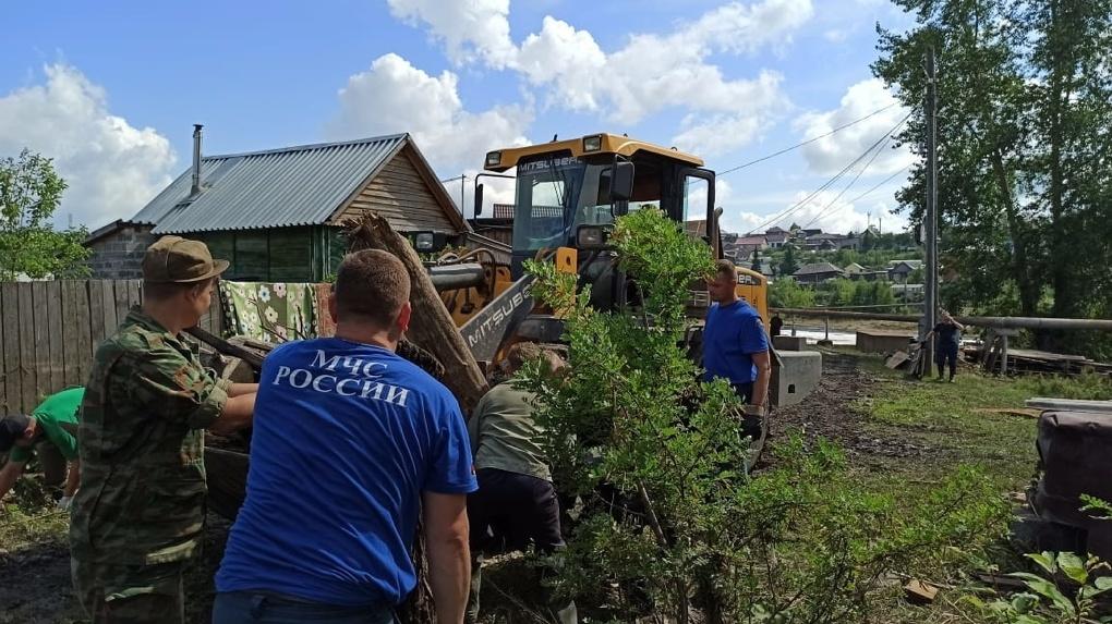 Пострадавшим от наводнения в городах и селах Свердловской области начали выплачивать компенсации