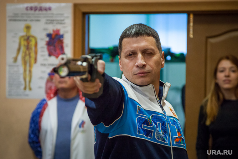 Испытание водой, стрельбой и отжиманиями. Свердловские чиновники сдали нормы ГТО