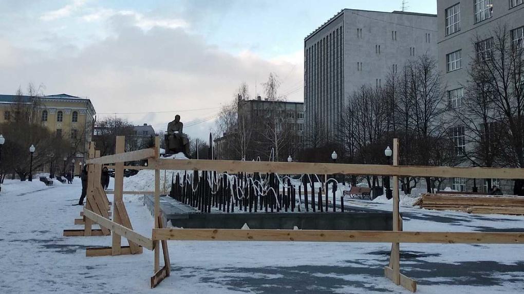 Фонтан в сквере у резиденции губернатора реконструируют. Да, опять