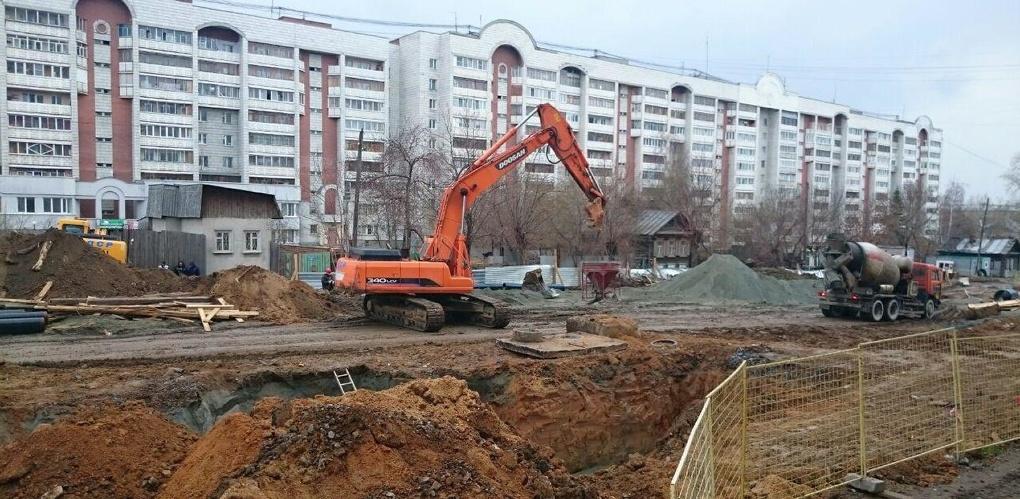 Каток мундиаля ровняет с землей жилые дома на Татищева. Фоторепортаж 66.ru