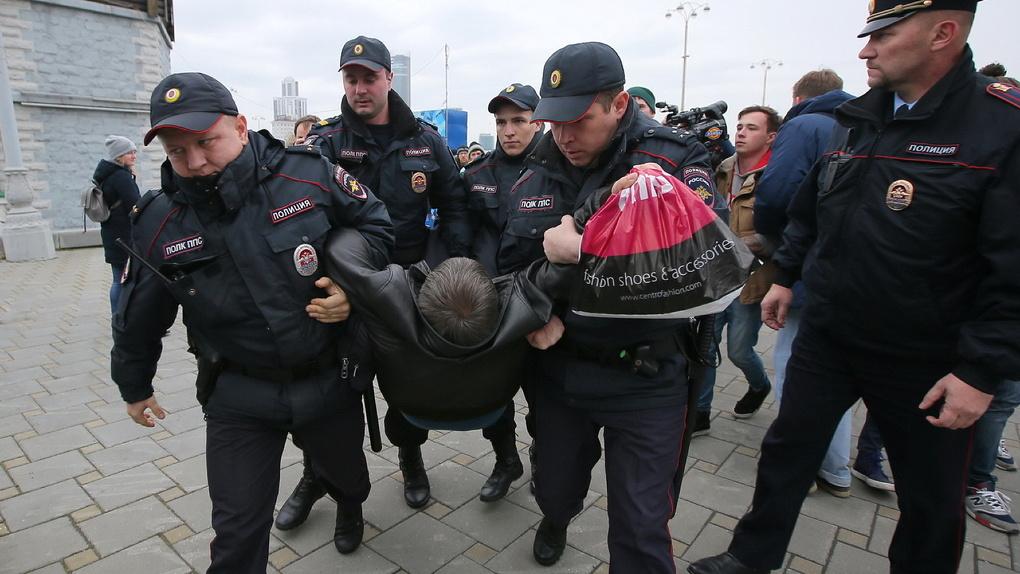 Владимир Путин к выборам смягчит наказание за несанкционированные митинги. Но это не точно
