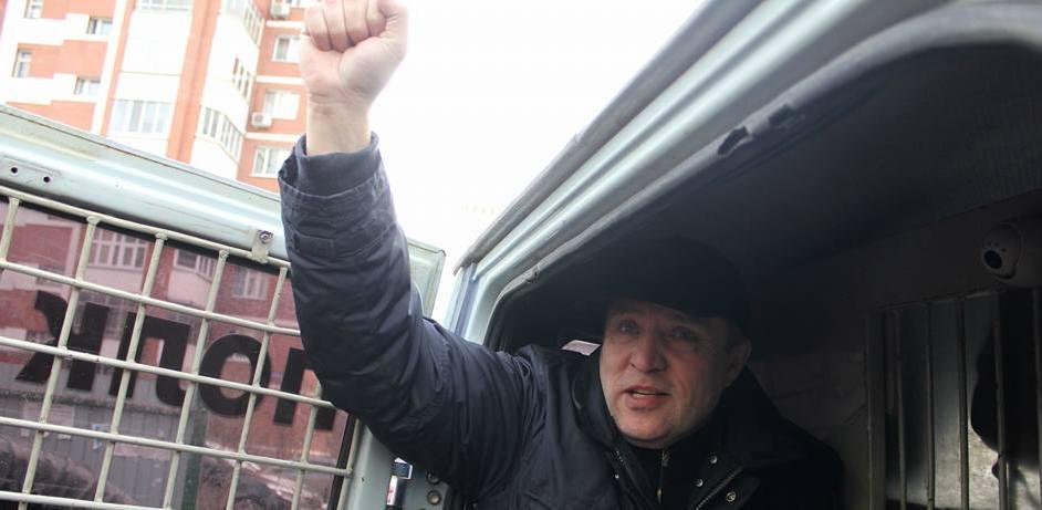 Коммуниста-кочевника оштрафовали на 30 тысяч за митинг возле палатки на Родонитовой