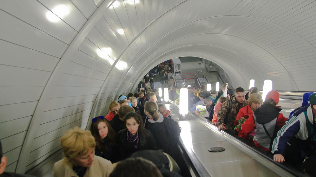 На станции «Площадь 1905 года» школьника затянуло в эскалатор