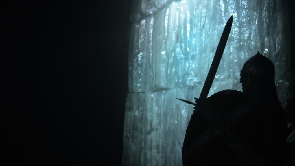 Холодно, под ногами трясется пол, туман. Почему стоит сходить на новую выставку «Александр Невский»
