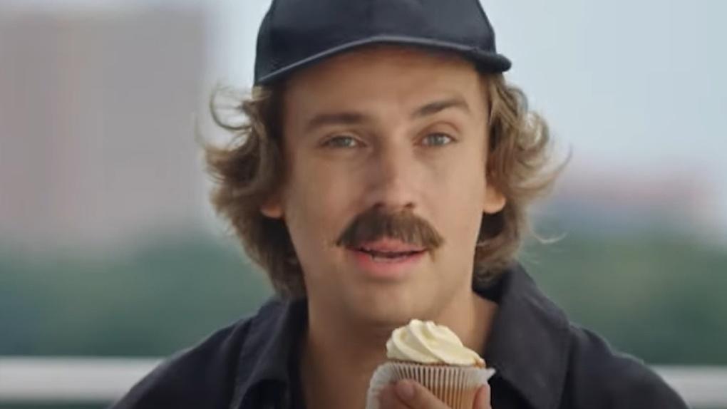 Вышел новый рекламный ролик Уралсиба с Максимом Галкиным и картой «Прибыль»