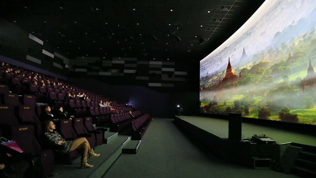 Евгений Куйвашев не стал открывать кинотеатры, несмотря на снижение числа новых заболевших COVID-19