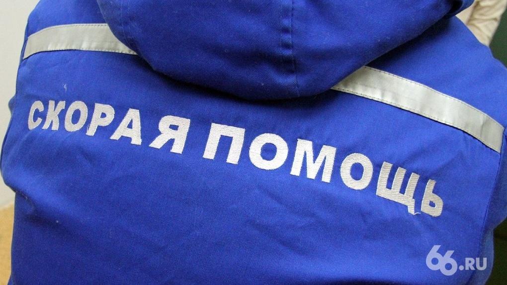 Из администрации Екатеринбурга на скорой забрали сотрудника с высокой температурой