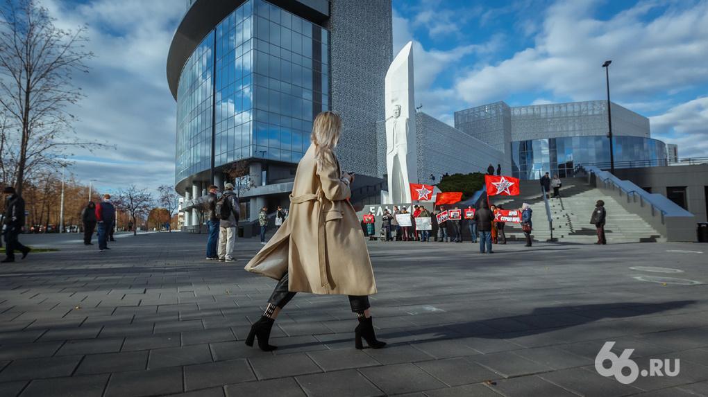 Ельцин  позор и стыд. В центре Екатеринбурга прошел митинг против прославления первого президента РФ