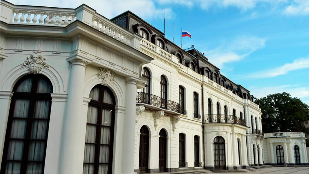 Чехия обвинила Россию в организации взрывов и высылает дипломатов из страны. Главное