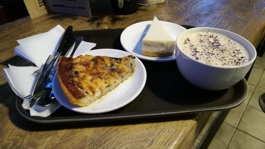 Нелюбовь: Яков Можаев пробует кофе и выпечку в кофейне «Люблю кофе»