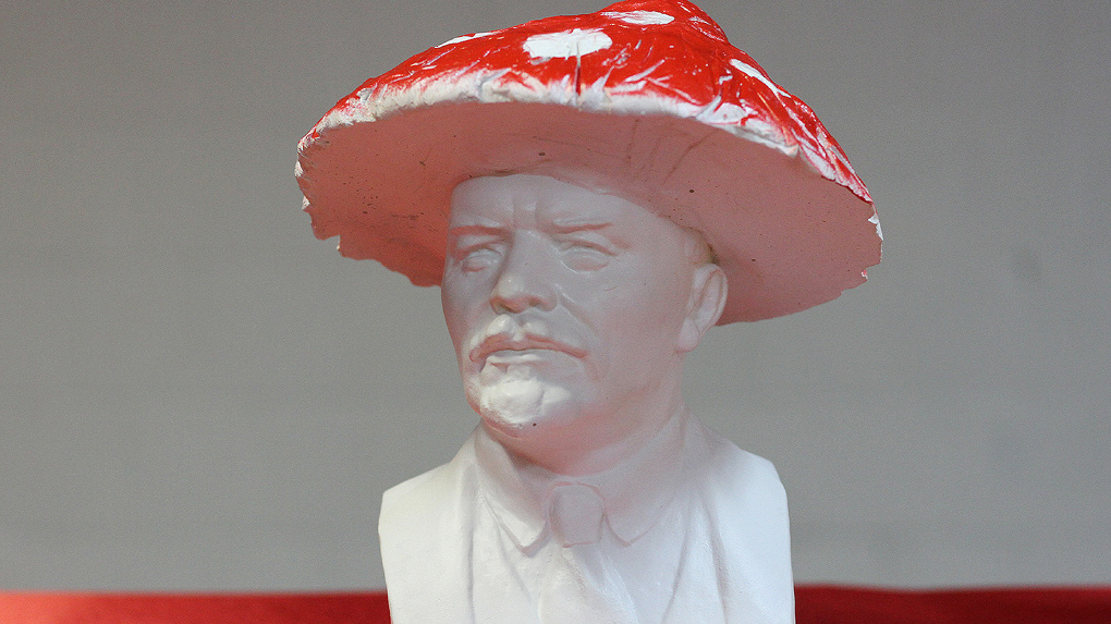 Суровый Челябинск отказался от выставки безумных бюстов Ленина. В Екатеринбурге ее одобрили даже в КПРФ