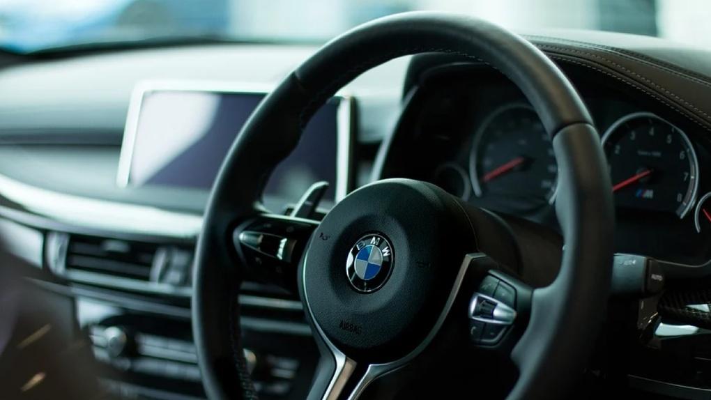 «Любая из 500 машин по безналу». В Екатеринбурге открыли крупнейший на Урале автомолл