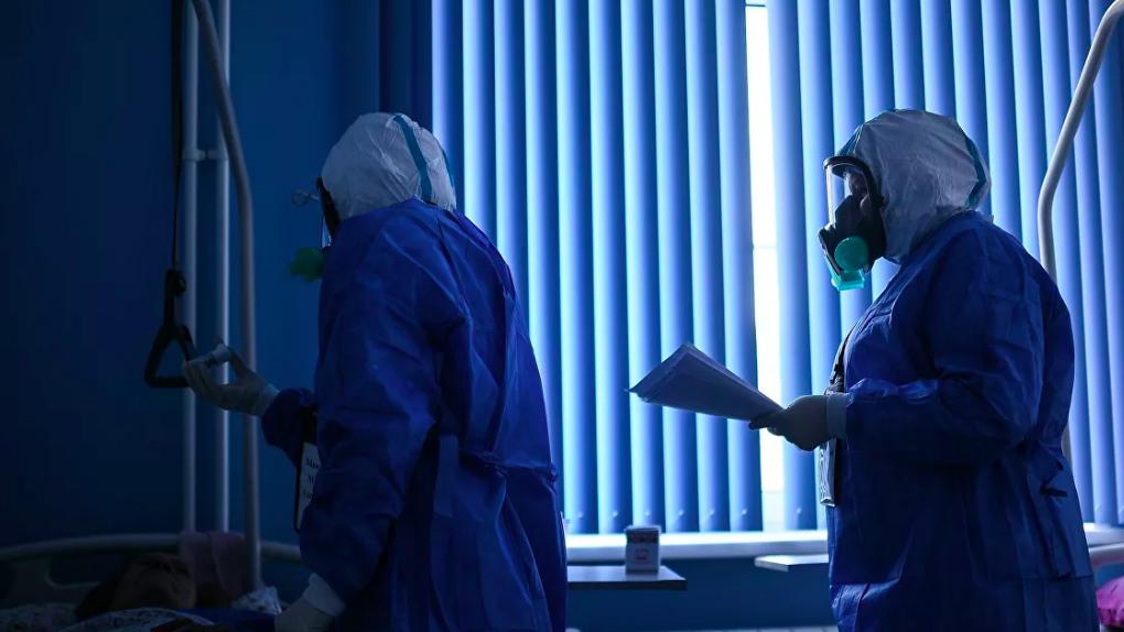 Медсестра дважды получила выплаты за борьбу с ковидом. Из-за этого с ней судится больница