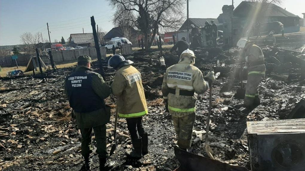 После страшного пожара под Нижним Тагилом губернатор раздаст многодетным семьям автономные сигнализации