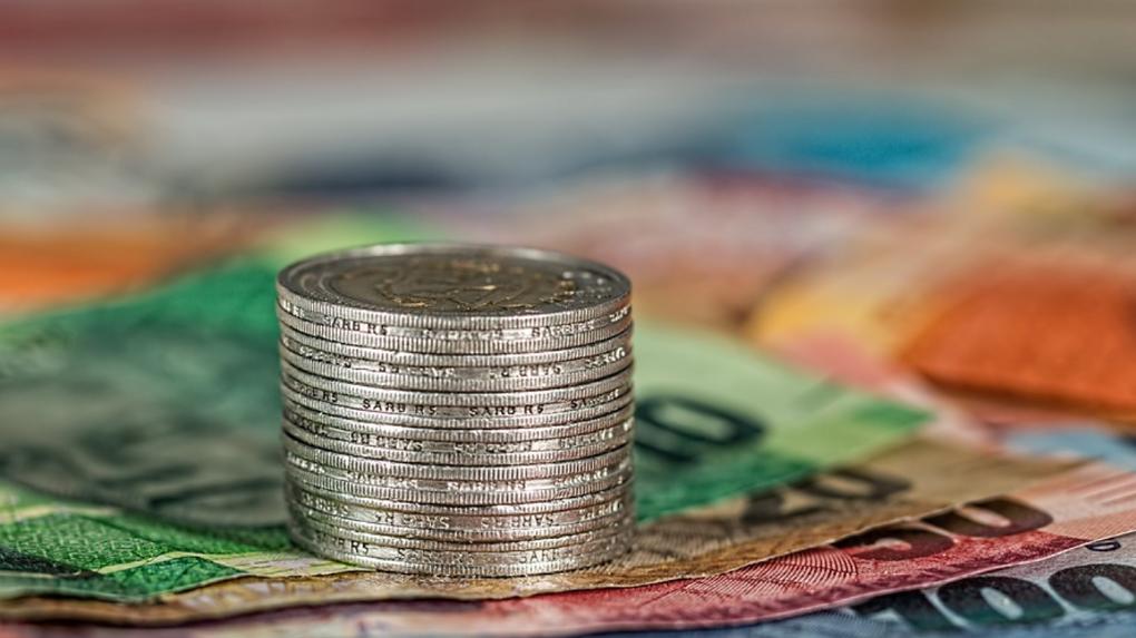 Банк УРАЛСИБ предлагает новые памятные серебряные монеты «С Днем рождения», «Свадьба» и «Новорожденный»