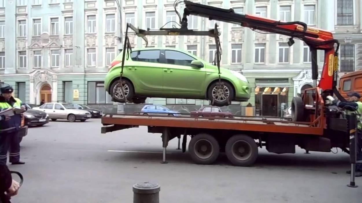 В Екатеринбурге ГИБДД чуть не эвакуировала машину с ребенком внутри