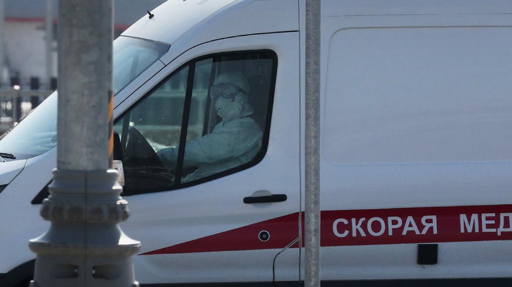Бабушку с коронавирусом увезли из больницы домой и оставили у подъезда. Прокуратура начала проверку