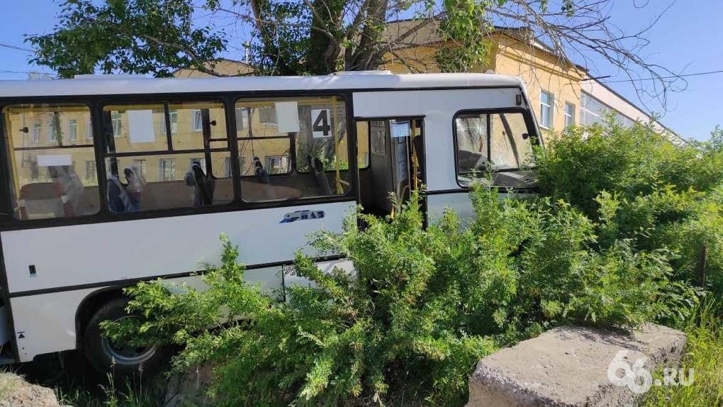 Число жертв жуткого ДТП с автобусом, который въехал в толпу пешеходов в Лесном, выросло до восьми