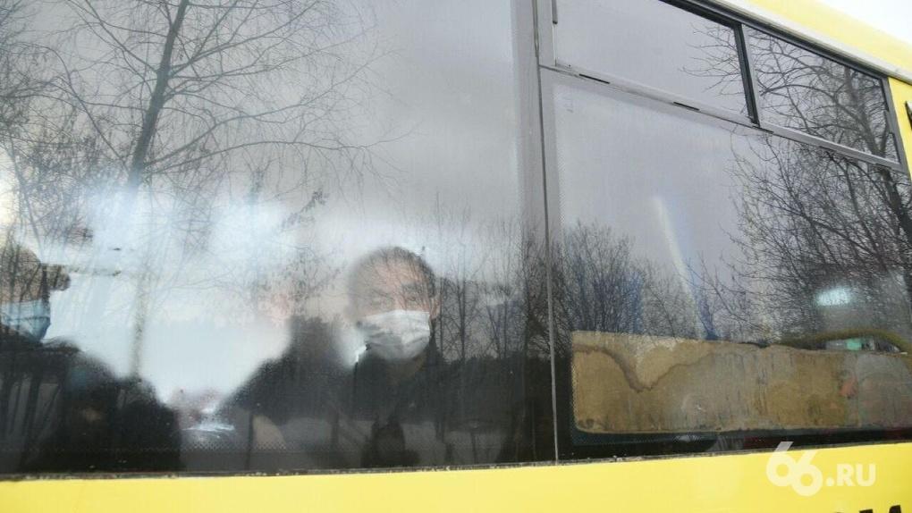 В обсервационную зону из Кольцово привезли 58 китайцев. Местные жители попытались их выгнать