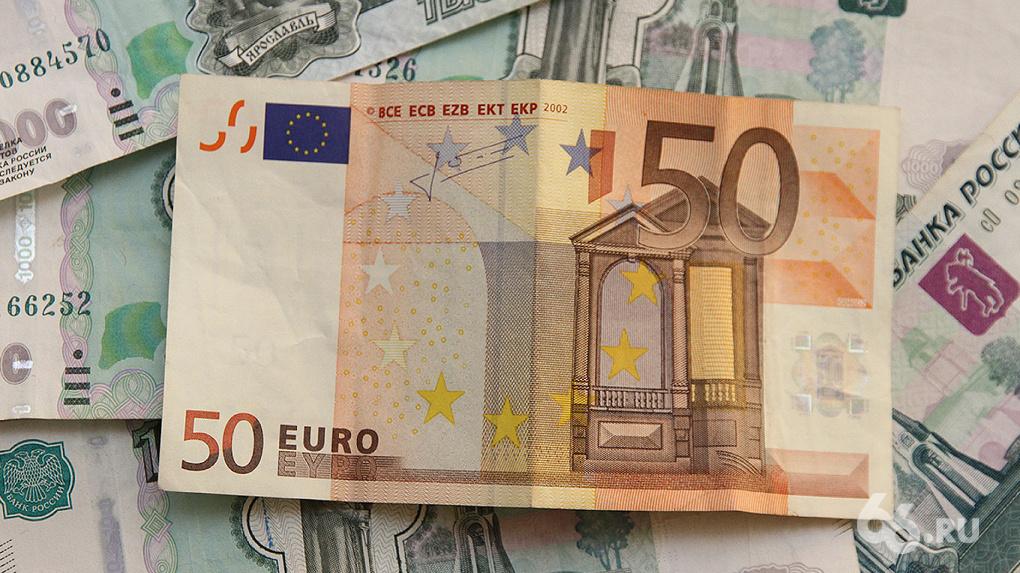 Официальный курс евро за день вырос на 5 рублей
