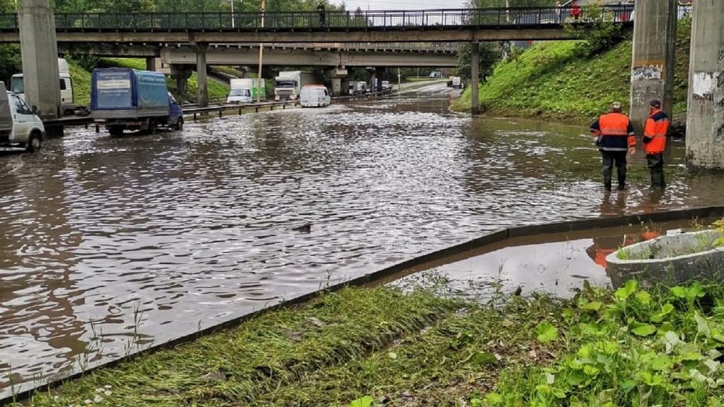 В Екатеринбурге после потопов на Шефской уволили ответственного за ливневые канализации