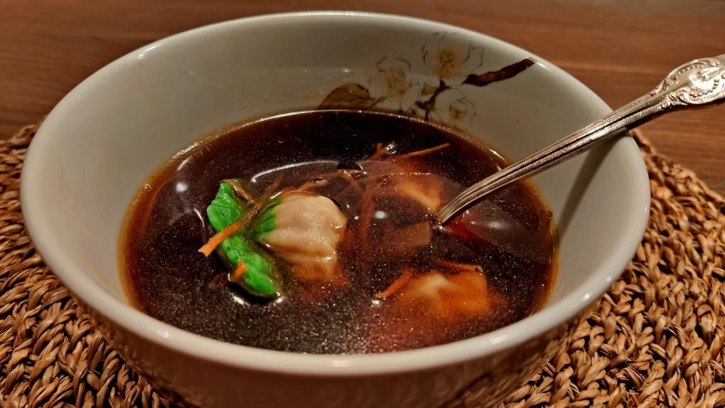 Самоизоляция с ложкой наперевес: Яков Можаев обедает супом из «Корпорации Суп»