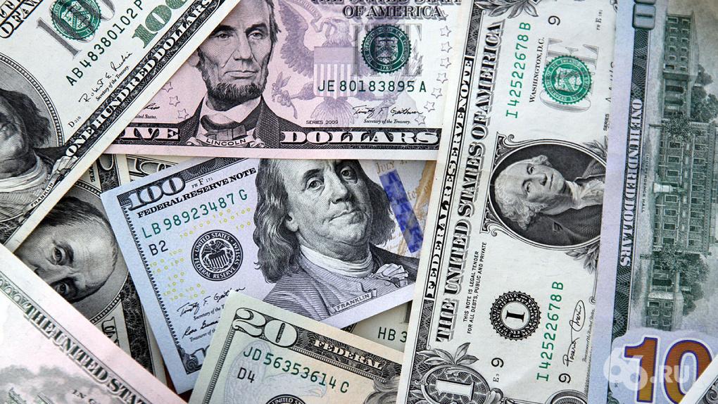 К концу пандемии доллар может подорожать до 90 рублей. Три сценария от экономистов
