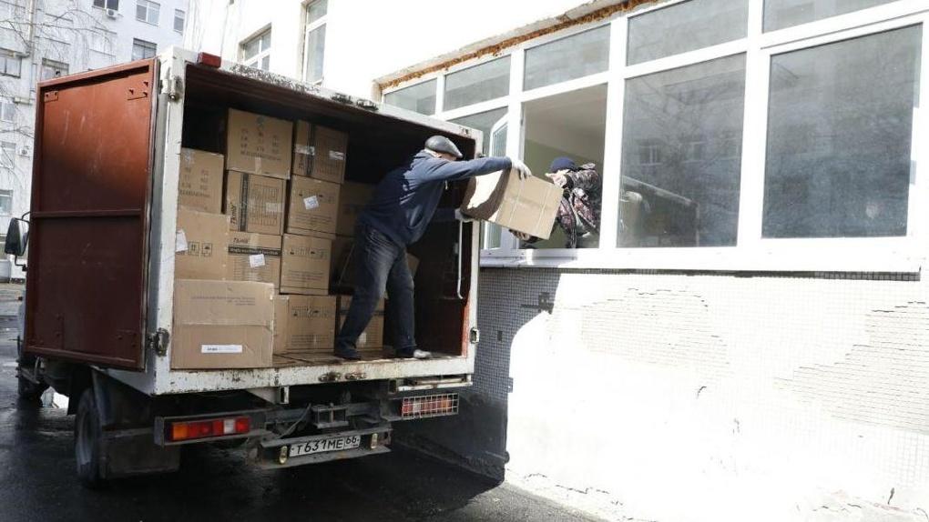 Первую партию гуманитарной помощи от РМК и Фонда святой Екатерины передали уральским врачам