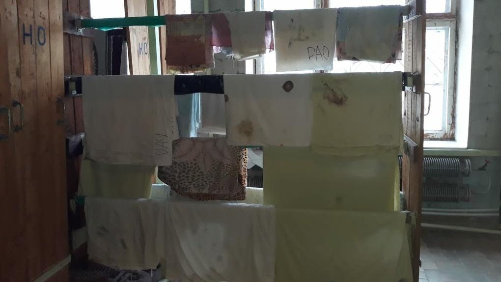 В свердловской больнице стирают и заново используют одноразовые простыни из-под покойников. Шок-фото