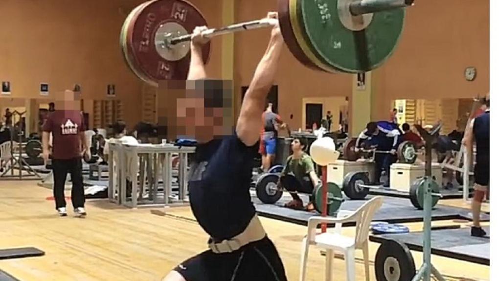 «Он лишил меня денег и карьеры». Тяжелоатлет из сборной России обвинил тренера в зарплатных махинациях