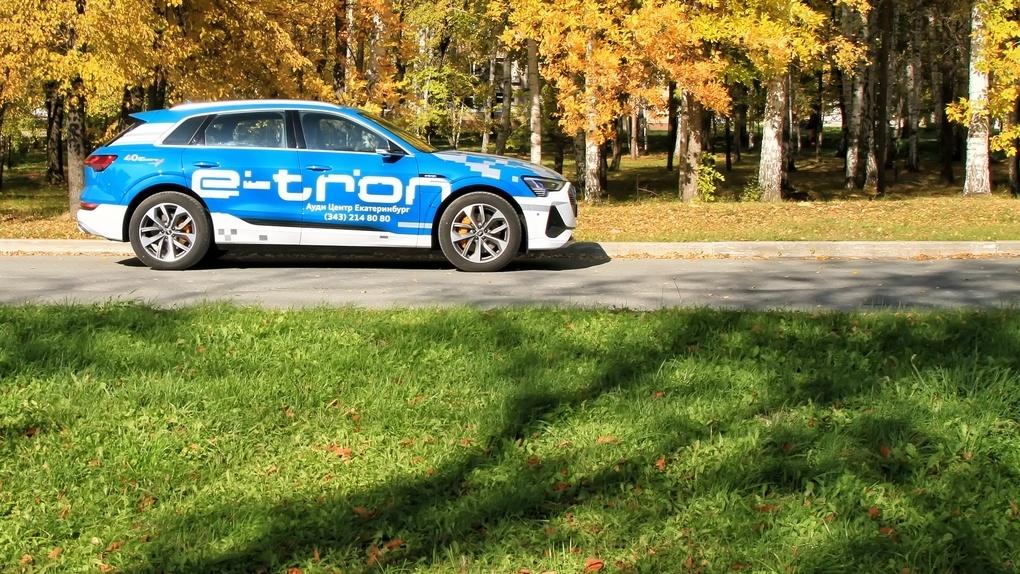 Зачем нужен дорогой и быстрый электромобиль в провинции? Смотрим на примере Audi E-Tron