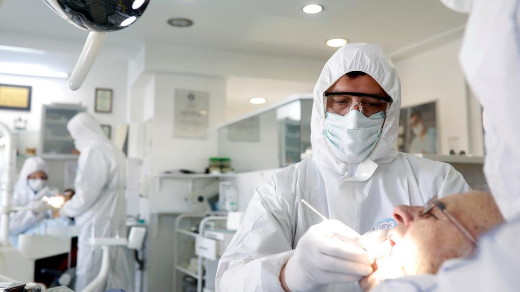 В Свердловской области четвертый день подряд фиксируют почти одинаковое число новых заболевших COVID-19