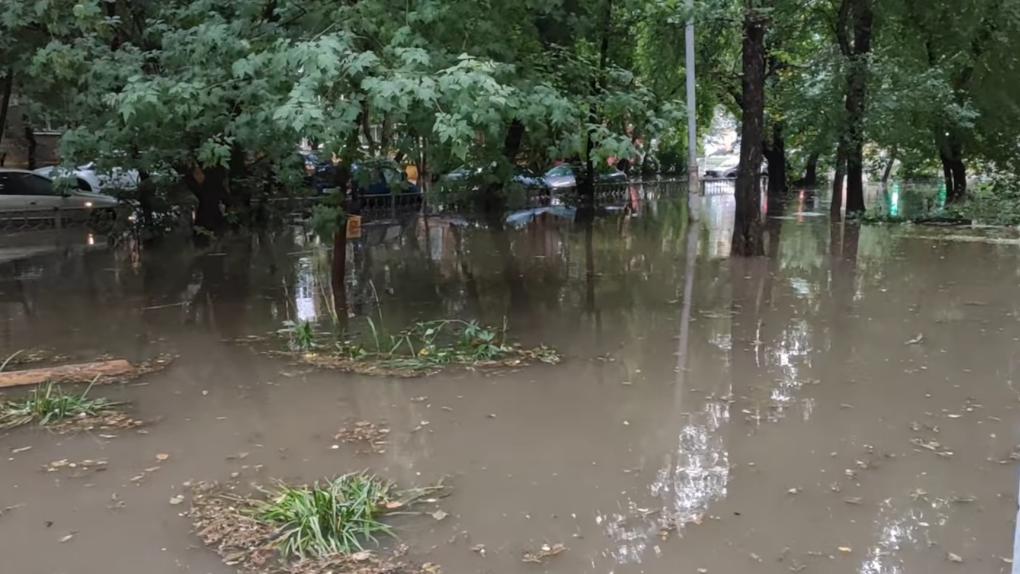 Екатеринбург после грозы. Последствия разгула стихии в одной картинке