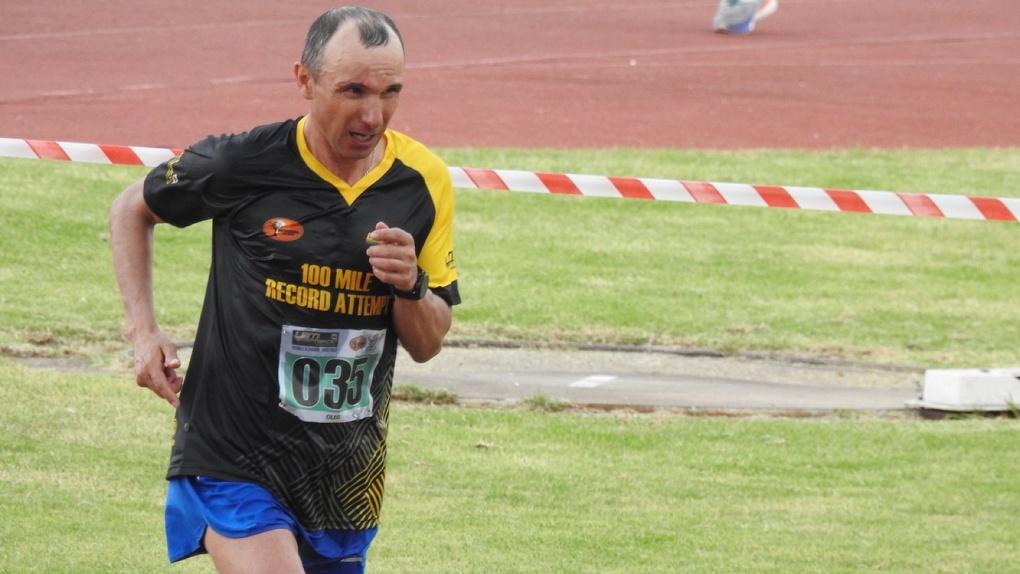 Организаторы марафона в ЮАР год не отдают миллион спортсменке из Екатеринбурга. Ее тренер бежит мстить