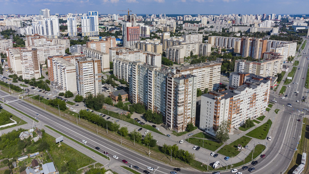 Стены-«колодцы» и «КУБ» с колоннами. Как менялись новостройки Екатеринбурга за 30 лет