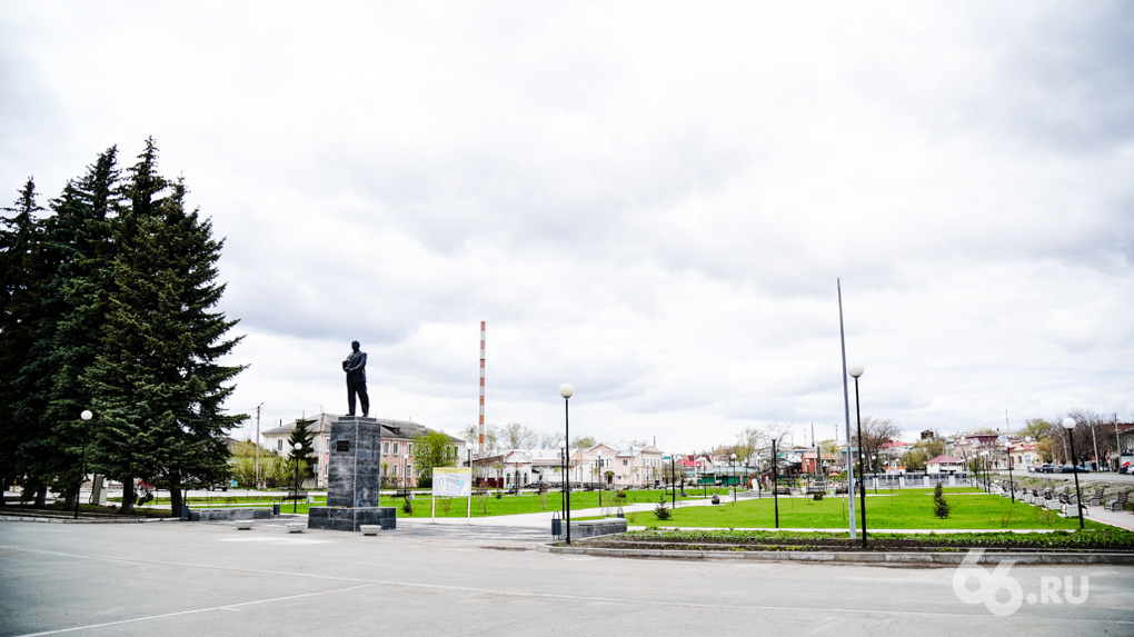 «Ты сдохнешь, здесь кругом зараза». Репортаж из Камышлова, куда завезли зараженных рабочих из Мурманска